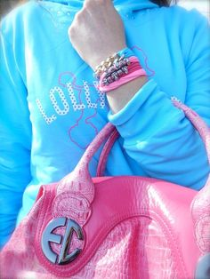 Lolly Star estate 2013, idea outfit felpa azzurra barboncino moda, rosa e azzurro idea look pastello, collezione teenager fashion blogger sporty parma amanda marzolini the fashionamy, bracciali skull,