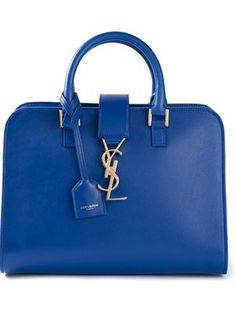 You'll find a great selection of women's designer totes at Farfetch. Search from over 2000 designers for amazing tote bags for women Givenchy, Valentino, Designer Handbags On Sale, Designer Totes, Sac Yves Saint Laurent, St Laurent, Alexander Wang, Stella Mccartney, Sacs Design