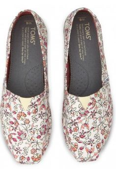LOVE these #TOMS floral vegan flats for spring! http://rstyle.me/~1LsWH