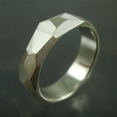 Anéis/Rings Masculinos/Tomboy / Imagem: Pinterest / Reprodução