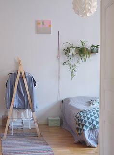 Viherhylly / A plant shelf Plant Shelves, Wardrobe Rack, Ladder Decor, Plants, Shelf, Furniture, Home Decor, Architecture, Shelving