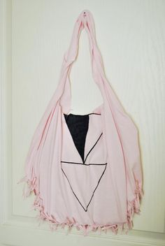 Make this bag out of a t-shirt, no sewing required!