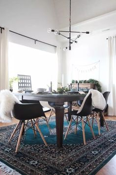 Alluring dining room wall decor ideas 01 00003 — dreamalittlemore.com