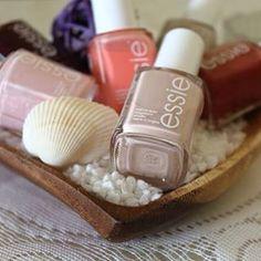 Heute findet ihr meine Essie Lieblinge auf dem Blog! 💅 | link in bio | #essie #nagellack #nägel #lieblinge #nails #nailpolish #nude #pastell