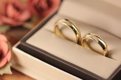 Argollas de matrimonio fabricadas en oro amarillo ✨ Holidays And Events, Jewelry Design, Wedding Rings, Engagement Rings, Engagements, Wedding Ideas, Jewellery, Weddings, Baby