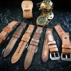 Meisterwerk im Vintage-Stil Panerai Straps, Leather Workshop, Bracelet Cuir, Vintage Stil, Leather Watch Bands, Leather Working, Metal Working, Vintage Fashion, Models