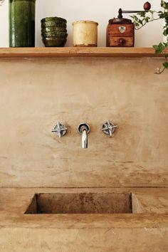 my scandinavian home: Beautifully simple Parisian apartment Parisian Apartment, Paris Apartments, Wabi Sabi, Concrete Sink, Concrete Kitchen, Poured Concrete, Stained Concrete, Concrete Bathroom, Concrete Furniture