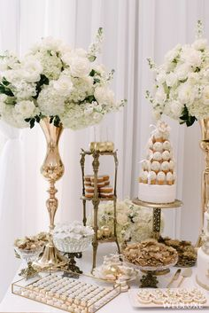 17 Creative Candy Bar Ideas That Can Double as Wedding Favors Sweet Table Wedding, Wedding Sweets, Wedding Favors, Wedding Cakes, Wedding Candy Table, Buffet Wedding, Sweet Tables, Wedding Cake Table Decorations, Dessert Buffet
