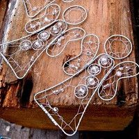 Zboží   Fler.cz Funky Jewelry, Beaded Ornaments, Sun Catcher, Wire Art, Art Pieces, Sculptures, Projects To Try, Hair Accessories, Shapes