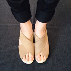 Criss Cross Clog in the creamiest, dreamiest nude leather. Sven clogs are THE BEST!