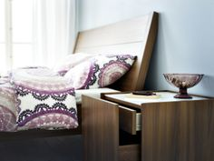 2014 Pantone Color of the Year - Radiant Orchid - Try this at home! Purple bedding and medium brown furniture make an attractive pair. Modern Bedroom Furniture, Brown Furniture, Ikea Furniture, Home Decor Furniture, Furniture Making, Home Bedroom, Bedrooms, Bedroom Ideas