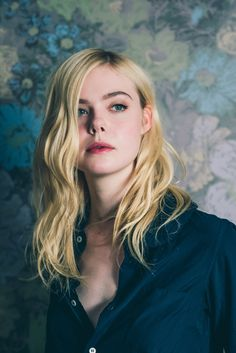 Elle Fanning strikes a pose at the Toronto Film Festival. Photo by Caitlin Cronenberg. Dakota And Elle Fanning, Hollywood Celebrities, Strike A Pose, Nicole Kidman, Beautiful People, Hair Beauty, Celebs, Photoshoot, Actresses