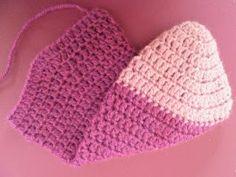 ARTES-ANAS: CALCETINES CROCHET CON CORAZÓN Knitted Hats, Crochet Hats, Crochet Top, Winter Hats, Knitting, Women, Fashion, Green Throw Pillows, Crocheted Flowers