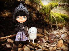 Just like little Black Riding Hood 🖤 #blythecustom #ooakblythe #blythegram #blythedoll #blythe #blythephotography #oddblythe