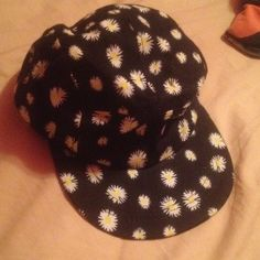 flower snapback sunflower SnapBack in excellent condition! so cute for the  summertime! worn maybe 0d4c0509c43d