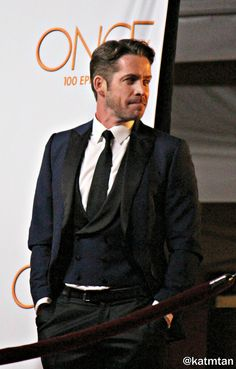 Sean Maguire on Once Upon a Time episode red carpet - 20 February 2016 Sean Maguire, Ouat Cast, Outlaw Queen, Colin O'donoghue, Captain Swan, Film Serie, Celebs, Celebrities, Beautiful Men