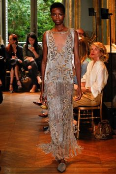 Luxe Runway Style | Fall 2016 Couture | Alberta Ferretti | 1920's vintage inspired heather plunge neck fringe dress | The Luxe Lookbook