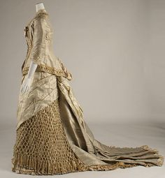 Dress Date: Culture: American or European Medium: silk Dimensions: [no dimensions available] Credit Line: Gift of Mrs. 1870s Fashion, Victorian Fashion, Vintage Fashion, Medieval Fashion, Victorian Costume, Victorian Steampunk, Victorian Era, Antique Clothing, Historical Clothing