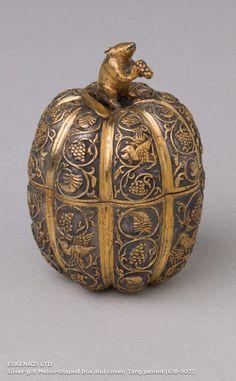 Silver-gilt Melon-shaped bix cover, Tang Dynasty (618-907)