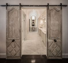 Beautiful Home Inspiration: how amazing are these doors? Get lots of inspirational ideas from all these beautiful homes.