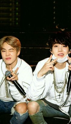 Jimin and suga (yoonmin) Jimin Jungkook, Min Yoongi Bts, Bts Bangtan Boy, Namjoon, Foto Bts, Taemin, K Pop, Wallpapers Kpop, Bts 2013
