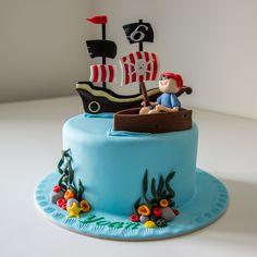 Cake design. Gâteau personnalisé en pâte à sucre sur le thème bateau pirate. Sugar paste Pirate Boat themed cake by Les Délices de Marion.