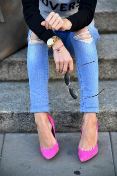 I like the look of the distressed skinny jeans with the pink pumps and gold accessories
