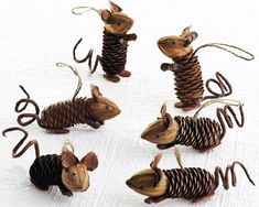 ▷ Ideen für Weihnachtsbasteln mit Kindern Christmas decorations made of pine cones Related posts:Decoration idea with LED lamps for the winter▷ ideas for Christmas crafts with childrenLittle things for Christmas, neighborhood gift,. Kids Crafts, Fall Crafts, Holiday Crafts, Craft Projects, Arts And Crafts, Pine Cone Crafts For Kids, Pinecone Crafts Kids, Summer Crafts, Christmas Projects