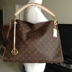 Louis Vuitton Artsy Mm Made In Paris 12.3in Tall,13.5in Long&7 In Wide #shopsmall BUY NOW $190.00