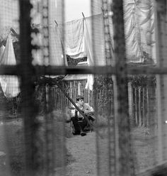 Paul en 1962 en su casa de Liverpool. Foto de Mike McCartney / Paul en 1962 at his Liverpool home. Photo by Mike McCartney