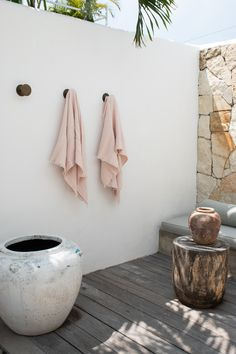 Shop beautifully soft linen cotton waffle bath towels at I Love Linen. linen and cotton for a luxurious texture. Exterior Design, Interior And Exterior, Outdoor Bathrooms, Remodled Bathrooms, Dyi Bathroom, Bathroom Trends, Bathroom Designs, Master Bathroom, Moraira