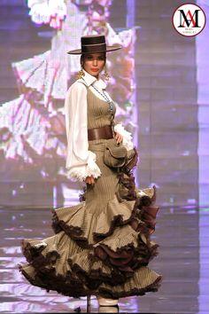 Flamenco Costume, Flamenco Skirt, Spanish Dress, Mexican Blouse, Gypsy Women, Spanish Fashion, 19th Century Fashion, Quinceanera Dresses, African Dress