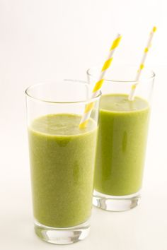 Banana Pineapple #Vegan Green Smoothie | minimaleats.com