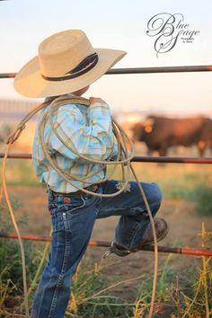 a little cowboy :) Cowboy Photography, Children Photography, Family Photography, Western Babies, Country Babies, Cute Kids, Cute Babies, Baby Kids, Cowboy Humor