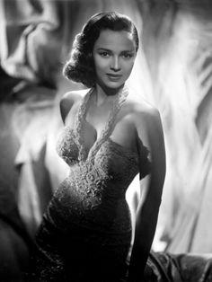 Dorothy Dandridge, c.1959 Dorothy Dandridge, Vintage Black Glamour, Vintage Beauty, Vintage Hair, Vintage Pins, Old Hollywood Glamour, Classic Hollywood, Vintage Hollywood, Hollywood Wedding