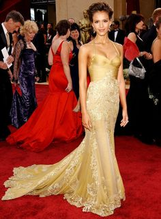 Oscars Fashion: Best Gold Dresses - Jessica Alba in Versace, 2006