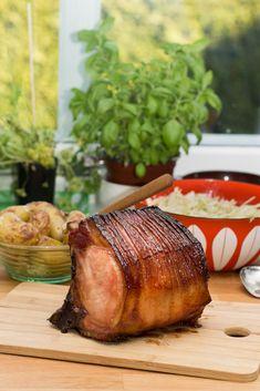 Glasert svinekam med ovnsbakte poteter og kålsalat   Oppskrifter   Matinspirasjon Pork Recipes, Food And Drink, Turkey, Meat, Turkey Country