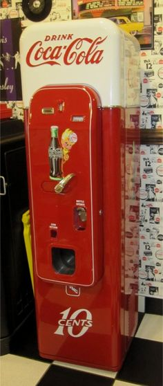 ☆ Coca-Cola Vintage Machine ☆ I want this in my kitchen. Coke Ad, Coca Cola Ad, Always Coca Cola, World Of Coca Cola, Coca Cola Vintage, Vintage Ads, Vintage Tools, Mountain Dew, Ginger Ale