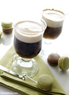 Homemade Traditional Irish Coffee Cocktail Recipe - How to make Irish Coffee from scratch at home! Perfect for St Patrick's Day Party too! Green Cocktails, Winter Cocktails, Coffee Cocktails, Irish Coffee, Irish Whiskey, Saint Patrick, St Patricks Day Drinks, Expensive Coffee, Smoothie Bar