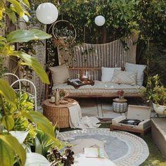 Pin by laura jauhiainen on // balcony + garden двор, дача Outdoor Rooms, Outdoor Living, Outdoor Furniture Sets, Outdoor Decor, Outdoor Seating, Small Balcony Decor, Backyard Patio Designs, Patio Ideas, Living Spaces