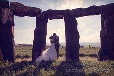 Wedding couple kiss in woodhenge. Photography by one thousand words wedding photographers