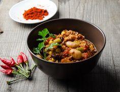 <p>Servieren Sie das köstliche Chili con Carne mit einem Peterslienblatt garniert.</p>