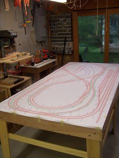 Track Layout Ideas for Your Model Train N Scale Train Layout, Ho Train Layouts, Hobby Kids Games, Model Railway Track Plans, N Scale Model Trains, Train Table, Hobby Trains, Train Set, Classic Toys