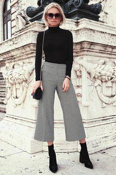 Look formal e de trabalho com bossa.  Calça culote, pantacourt e blusa preta.