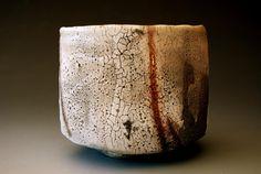 Japanese potter/artist/musician Akira Satake's website showcases his gallery of functional and sculptural ceramics and his music. Ceramic Clay, Porcelain Ceramics, Ceramic Bowls, Stoneware, Fine Porcelain, Earthenware, Raku Pottery, Pottery Art, Pottery Handbuilding