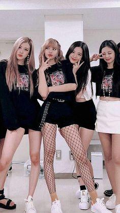 Hello everyone ~~~ K Pop, Kim Jennie, Blackpink Fashion, Korean Fashion, Mode Rose, Blackpink Poster, Blackpink Funny, Mode Kpop, Black Pink Kpop