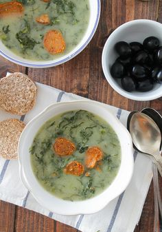 """""""Caldo verde"""" without potatoes, a low carb version of the traditional portuguese soup"""