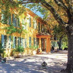 Photos of the new Domaine de la Baume hotel by Jocelyne Sibuet in Provence, a perfect new place to stay for anyone traveling to the south of France. Hotel Provence, Provence Garden, Provence France, France Domaine, Bed And Breakfast, O Portal, Beste Hotels, Location Villa, French Property