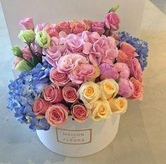 beautiful spring colors bouquet by Maison des Fleurs Beautiful Flower Arrangements, My Flower, Pretty Flowers, Floral Arrangements, Deco Floral, Arte Floral, Valentine Bouquet, Deco Nature, Flower Quotes