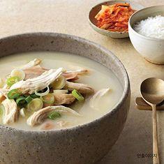 gomtang beef-bone soup Korean Beef Soup, Bone Soup, Beef Bones, Ethnic Recipes, Food, Essen, Meals, Yemek, Eten